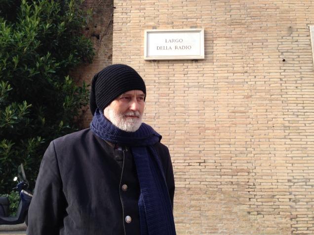 Il prof. Giacomo Baroffio di fronte alla Palazzina Leone XIII in Vaticano