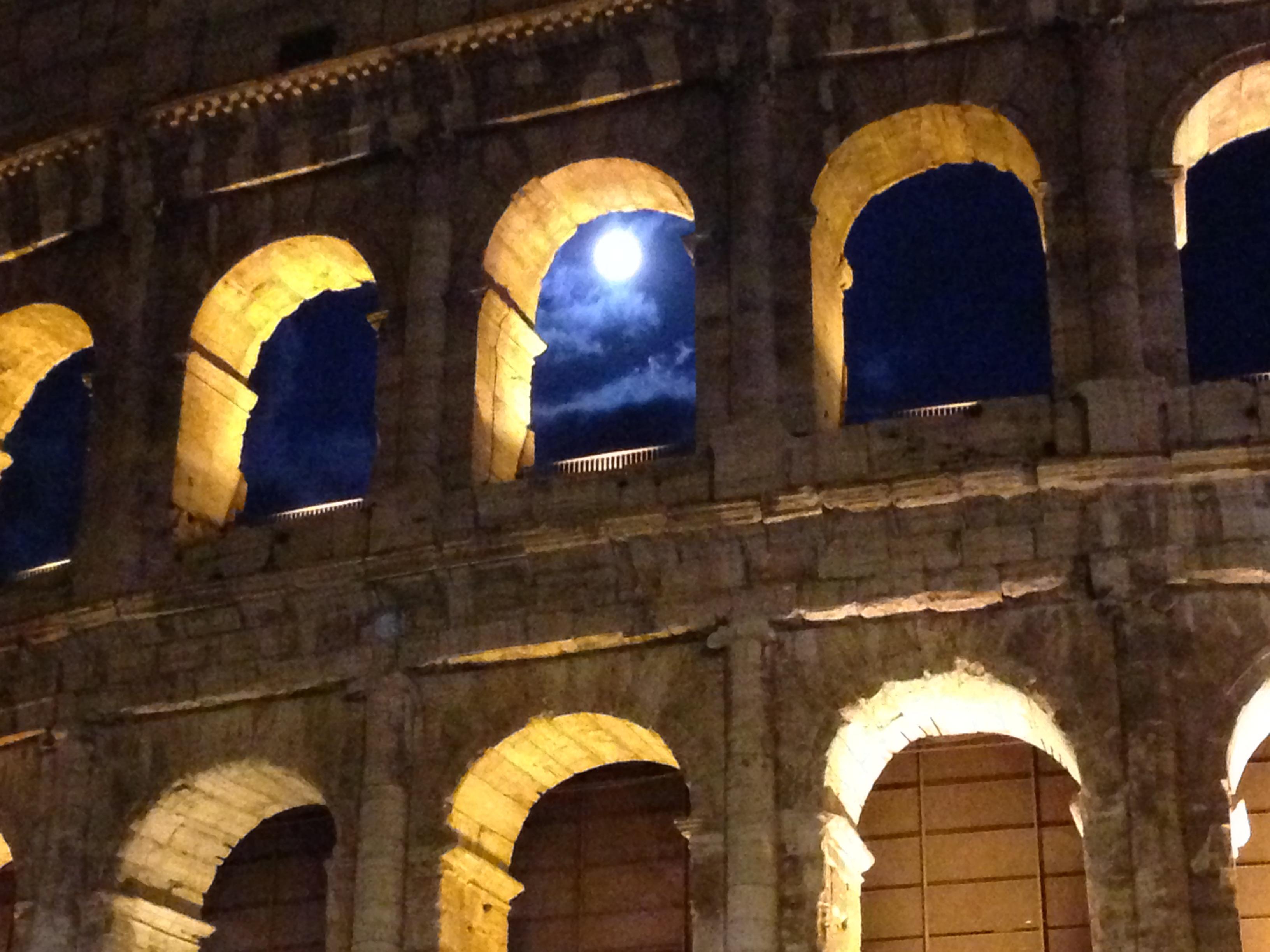 ColosseoByNight